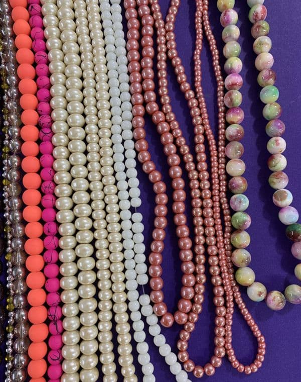 Deal 61 - 30 mixed strands of beads plus 10m elastic